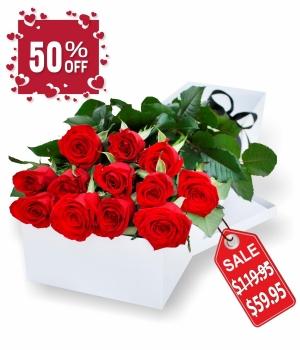 Una docena de rosas rojas en caja de regalo